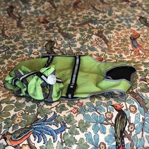Dog Vest with reflective details &4 botties (S/M)